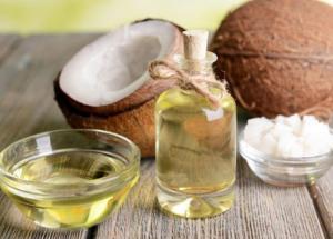Dùng dầu dừa để làm sạch răng miệng